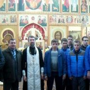 Священник благословил призывников